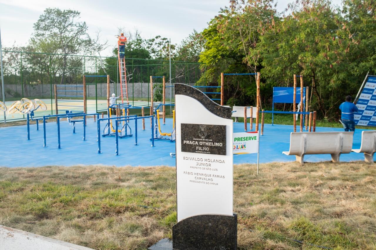 A praça conta com academia ao ar livre, quadra poliesportiva, playground, pista de skate e de caminhada, iluminação de LED e paisagismo