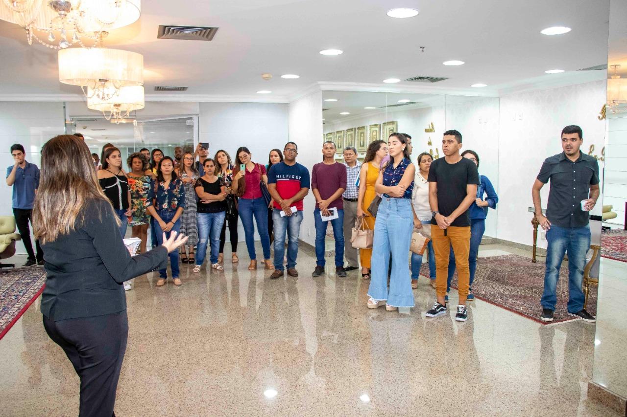 Entre outras coisas, os estudantes conheceram a galeria dos ex-presidentes da Assembleia