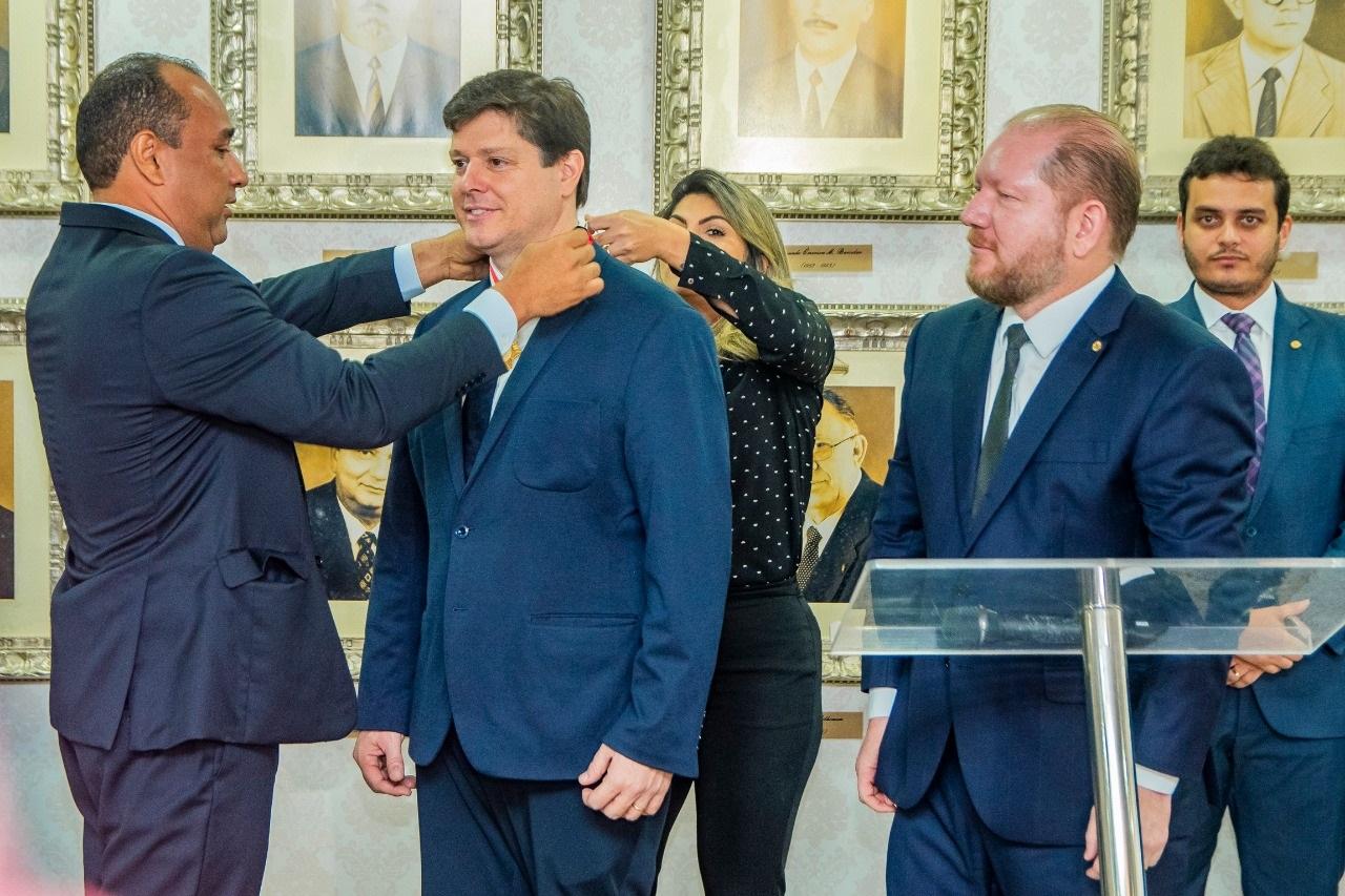 Presidente nacional do MDB é homenageado com Medalha do Mérito Legislativo Manuel Beckman