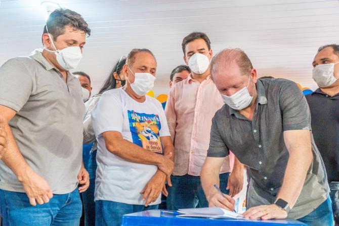 Othelino destina R$ 1 milhão em emendas para recuperação de estradas vicinais em Parnarama