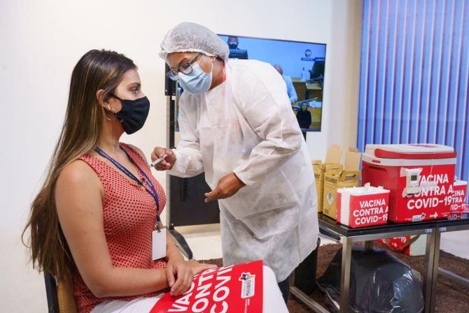 Profissionais de Comunicação da Alema recebem primeira dose da vacina contra Covid-19