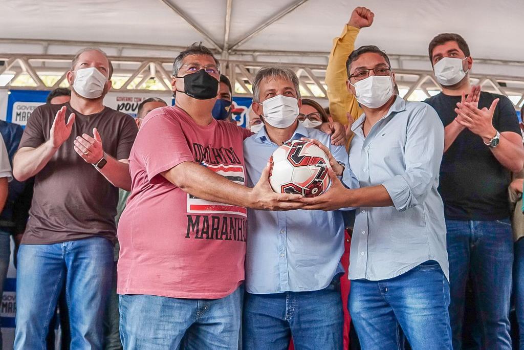 Othelino Neto acompanhou, ainda, a entrega de kits esportivos pelo governador Flávio Dino em Timbiras
