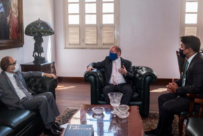 Othelino destaca importância do diálogo entre o Legislativo e o Judiciário em visita ao presidente do TJMA