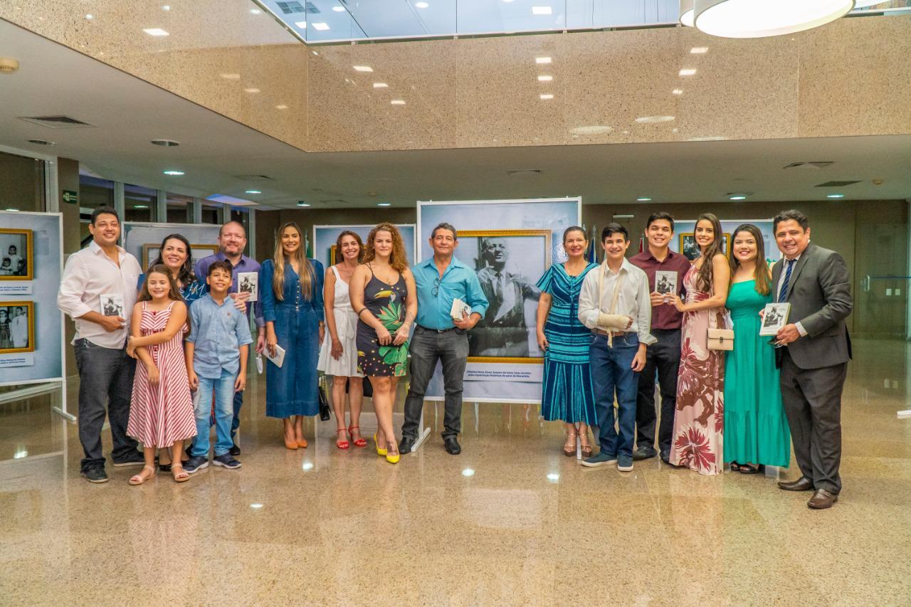 O lançamento contou com a presença de familiares do biografado, em cerimônia discreta ocorrida no hall do Plenário Nagib Haickel