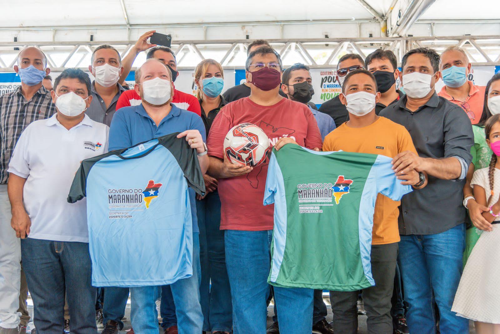 Em Pedro do Rosário, o chefe do Legislativo Estadual também participou da entrega de materiais esportivos