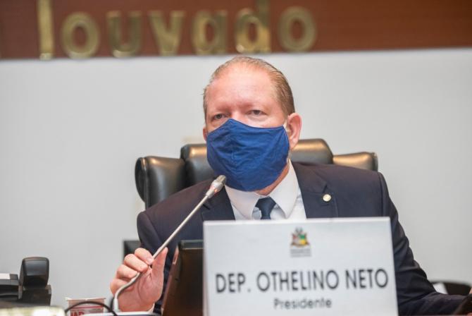 Othelino Neto promulga lei que permite pagamento parcelado de débitos do ICMS