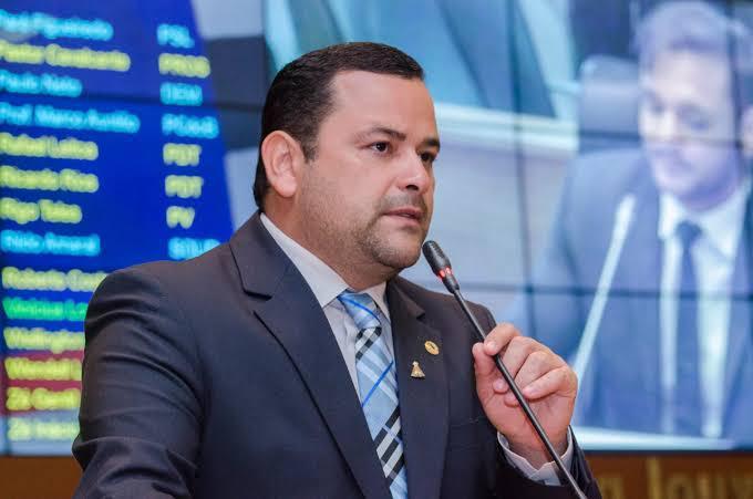 Vinicius Louro reivindica celeridade no pagamento do auxílio emergencial para artistas do Maranhão