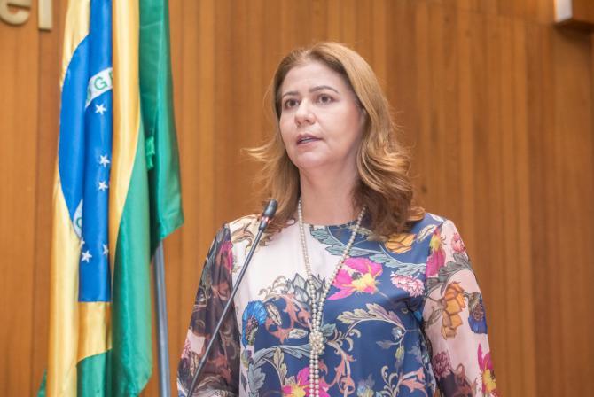 Valéria Macedo destaca campanha de combate à violência contra a mulher