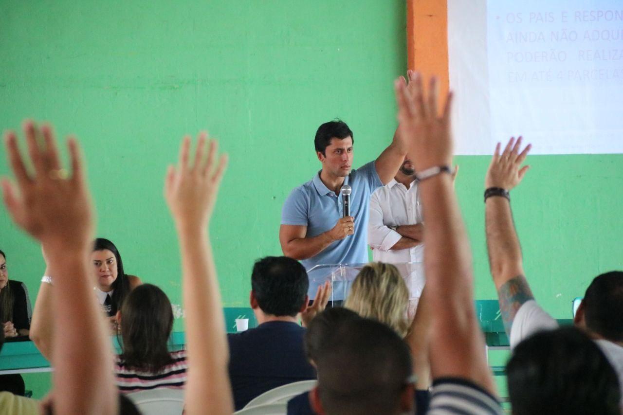 Reunião contou com a presença das famílias de alunos e direção da escola: consumidores ficaram satisfeitos com o acordo