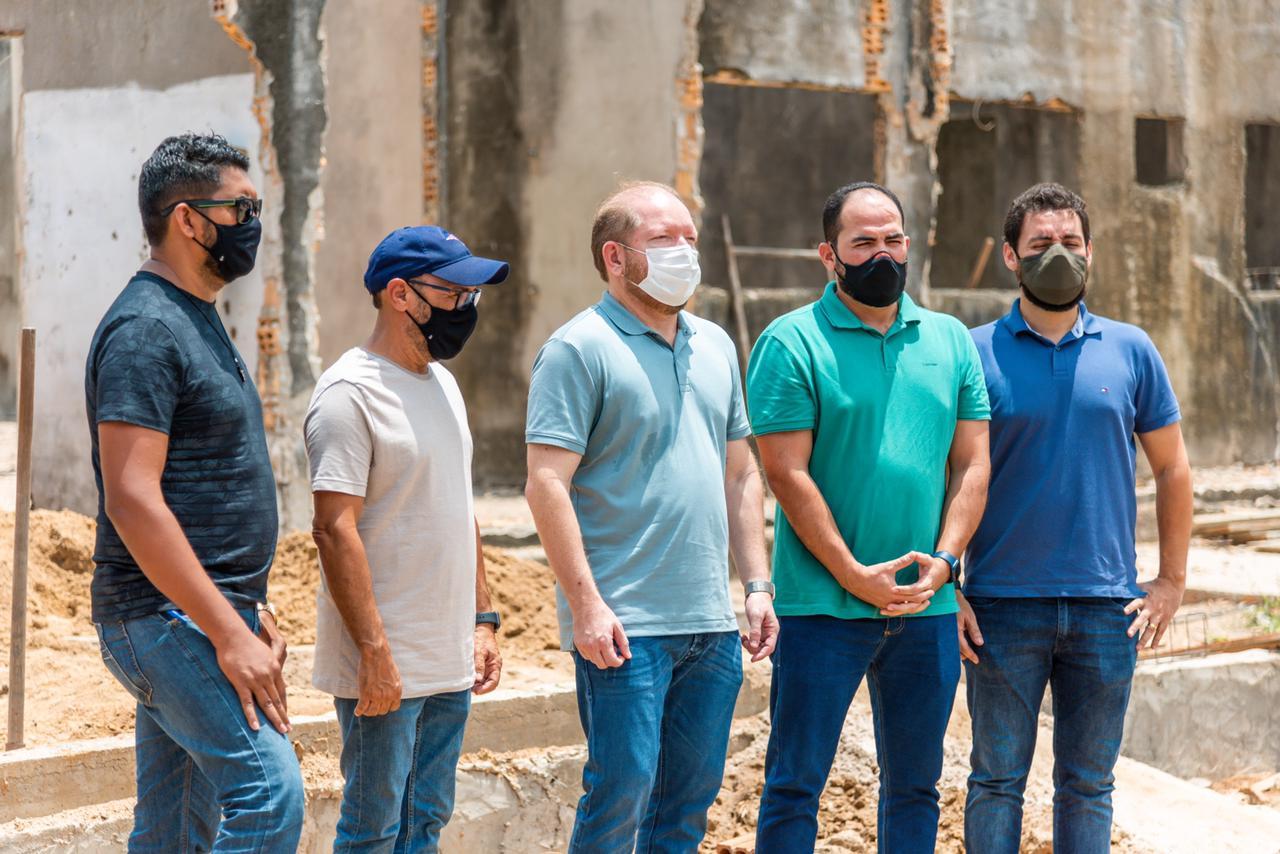 Othelino acompanha o andamento dos serviços de construção do Hospital Municipal de Turilândia