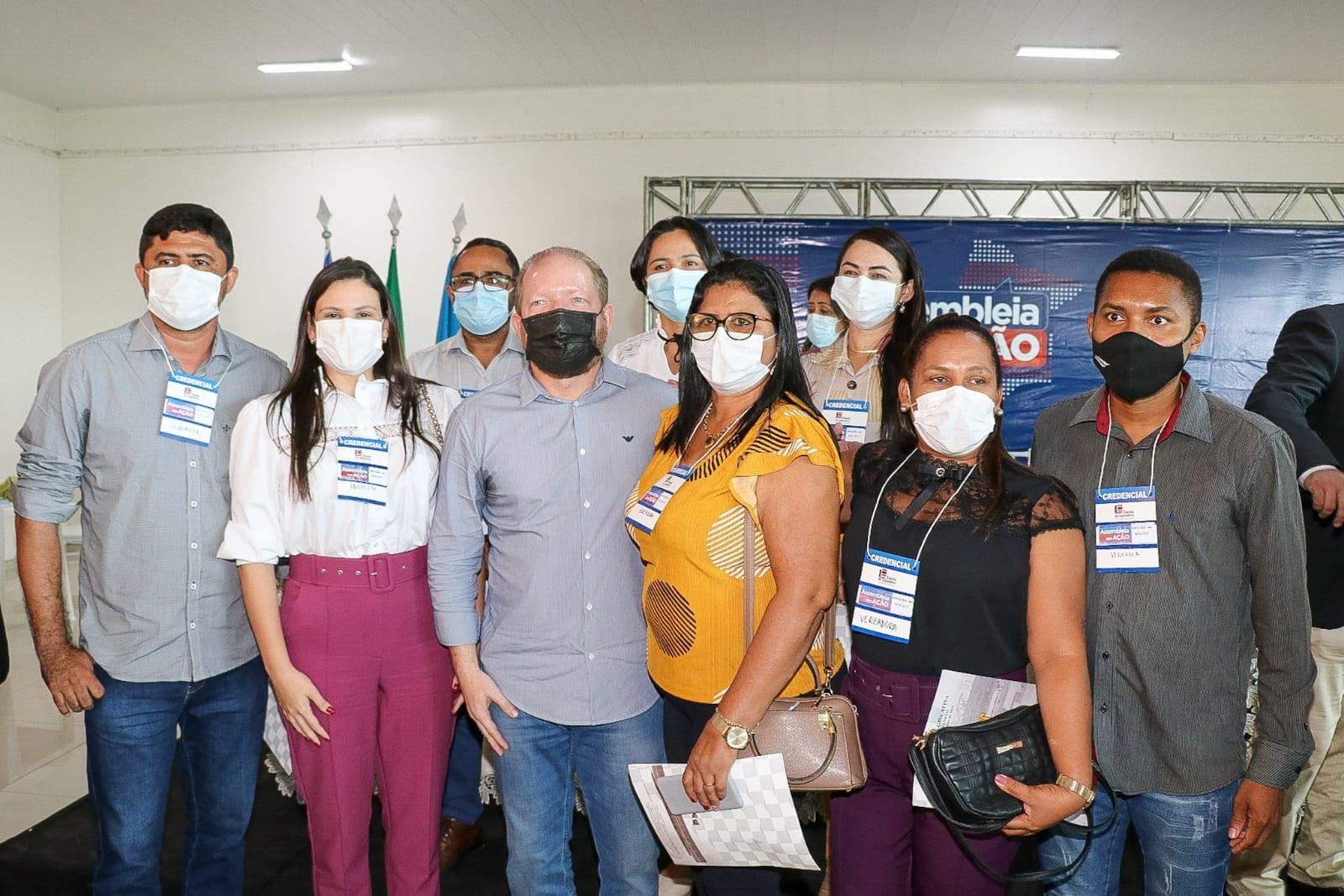 Othelino Neto com participantes do evento, que retomou suas atividades pela região do Vale do Pindaré