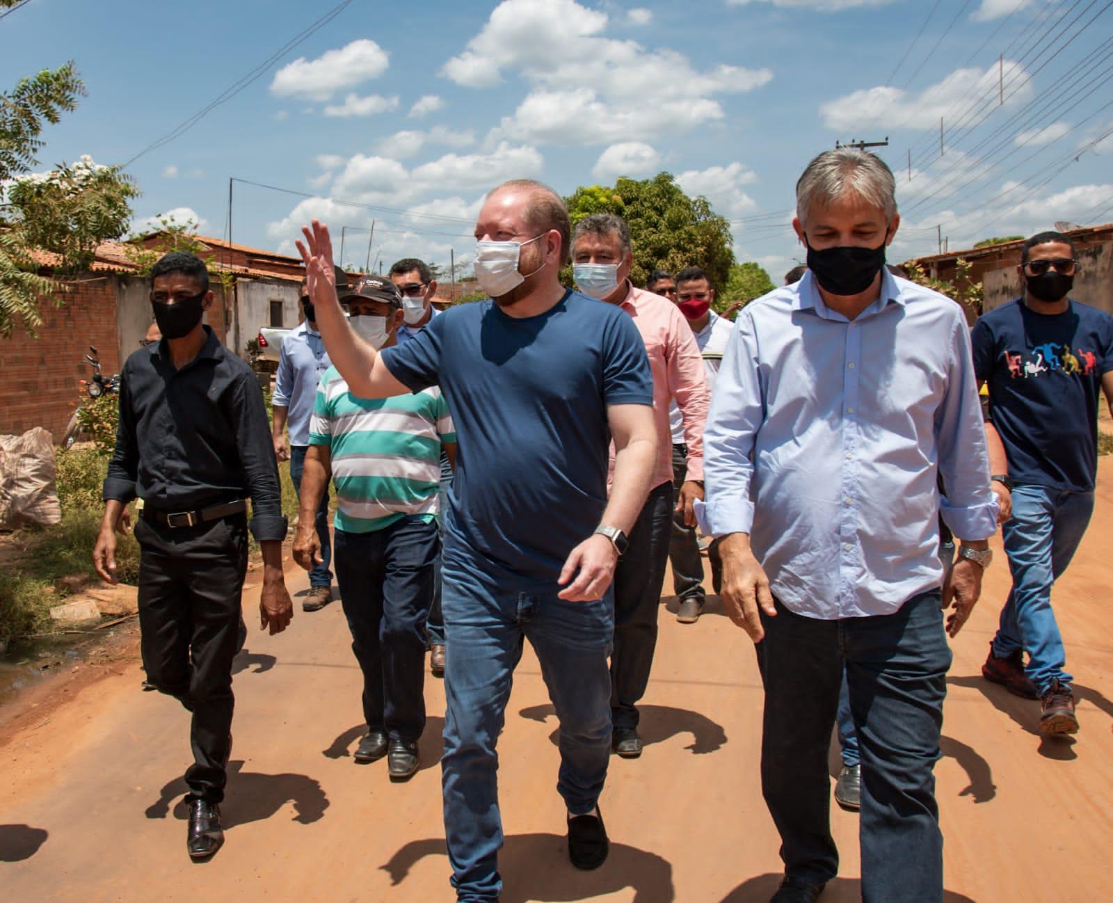 Presidente da Assembleia também esteve na avenida Jocker Ribeiro, que foi amplamente pavimentada com seu apoio