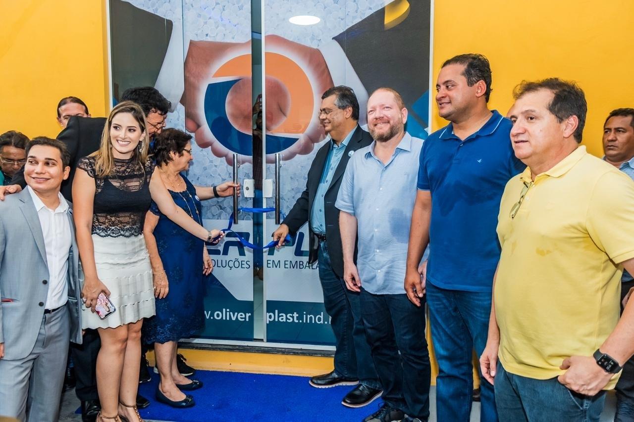 Othelino Neto, Flávio Dino, Weverton Rocha e outras autoridades na inauguração da Oliverplast em Codó