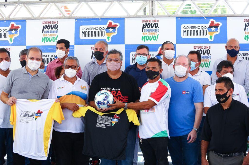 Ato de entrega de equipagens esportivas aos times de futebol amador de Barreirinhas