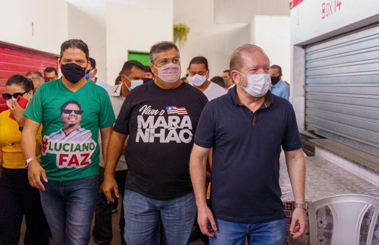 Othelino, Flávio Dino e Luciano Genésio percorrem a Feira Municipal recém-inaugurada em Pinheiro