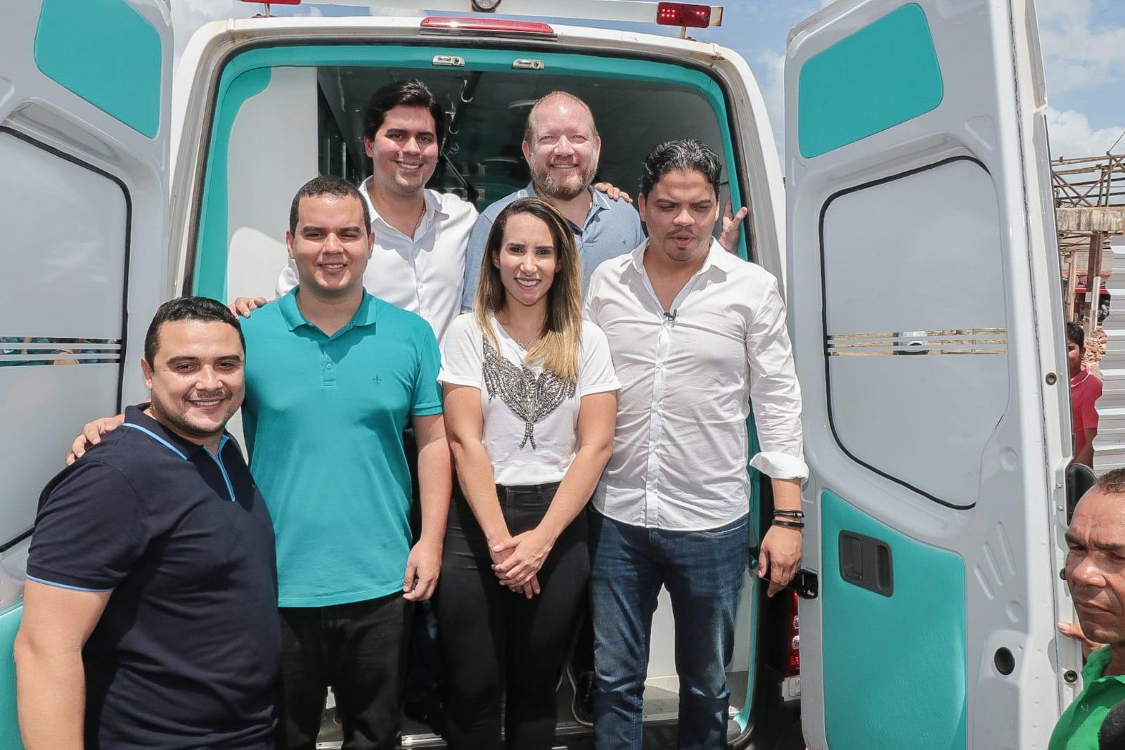 Presidente da Alena, Othelino Neto, acompanhou as outras autoridades no ato de entrega de uma ambulância à população de Pinheiro