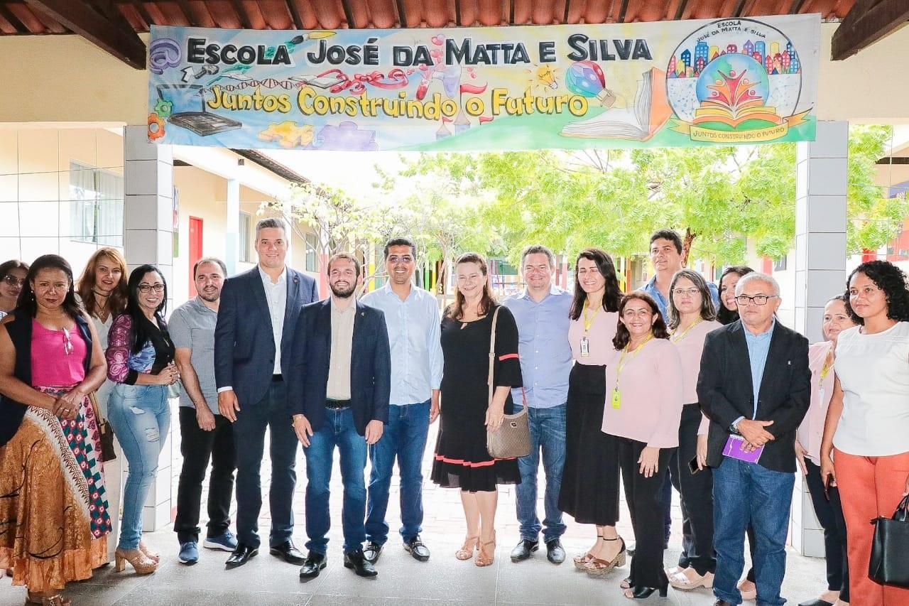 Os deputados conheceram a Escola José da Matta e Silva, que atingiu a nota 9,8 na última avaliação do Ideb