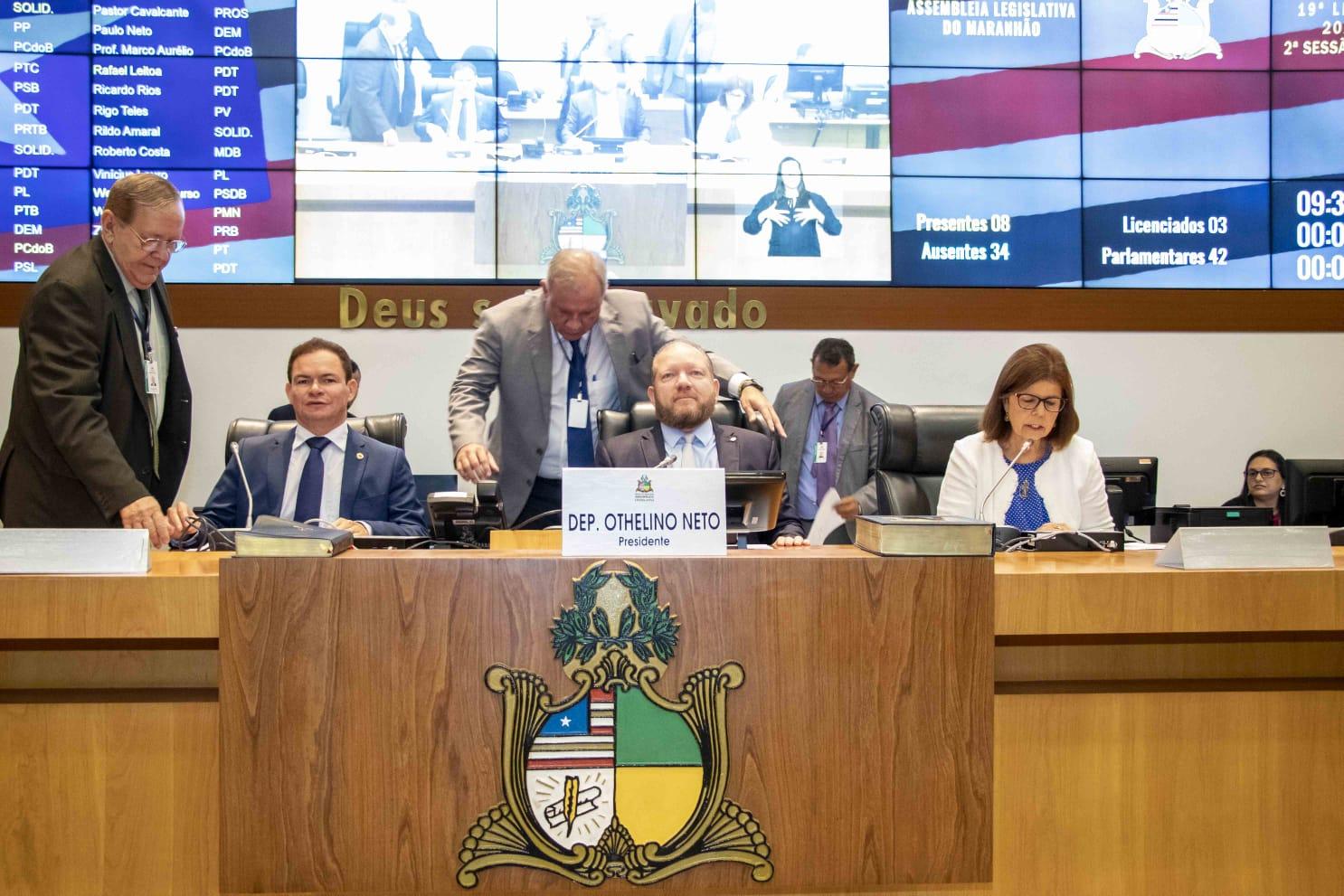 Mesa Diretora durante a sessão plenária desta quinta-feira, presidida pelo deputado Othelino Neto