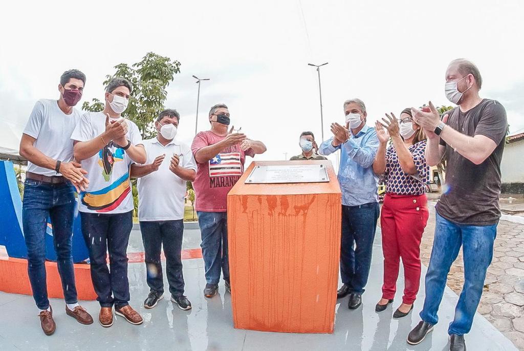 Em Timbiras, Othelino Neto também participou da entrega da Praça da Juventude