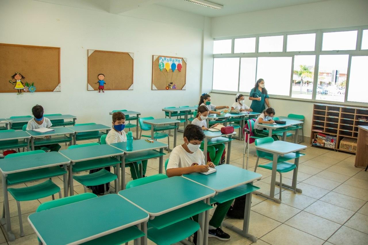 As salas de aula recebem, no máximo, 15 crianças por turma, para manterem o distanciamento social