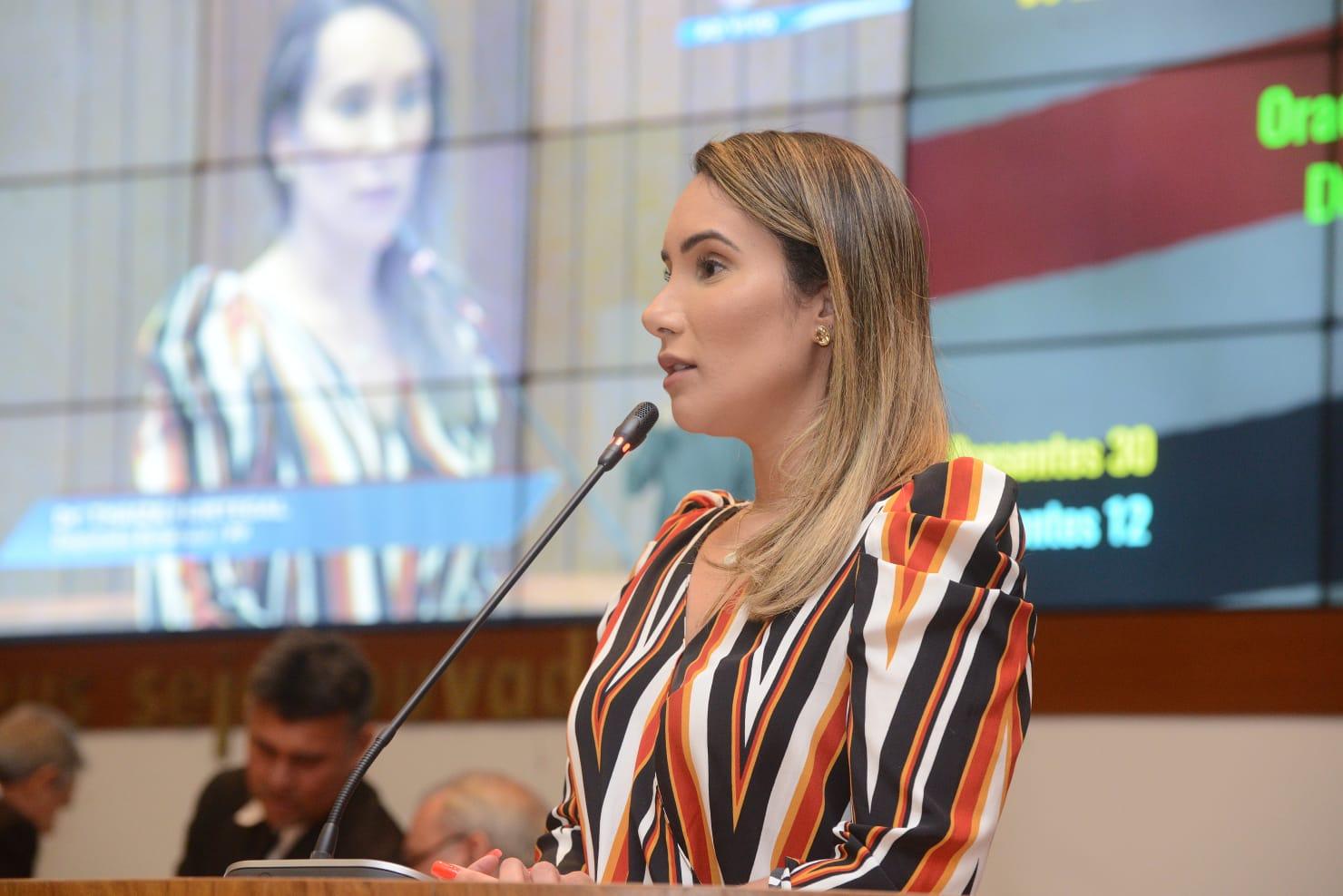 Thaiza Hortegal cobra fiscalização e melhor atendimento do serviço de Ferry Boat